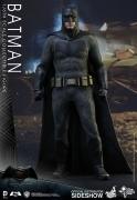 Hot Toys BATMAN vs SUPERMAN Dawn of Justice 12