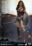 Hot Toys WONDER WOMAN Dawn of Justice 1/6 FIGURE